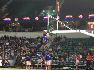 Harlem Globetrotters - Hanging from the Basket