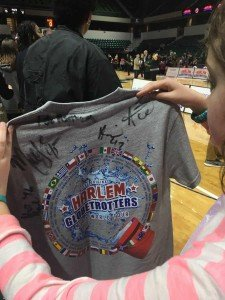 Harlem Globetrotters - Lots of Autographs
