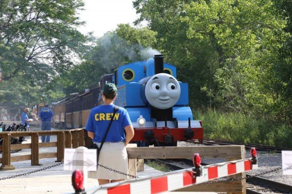 Day Out With Thomas - Crossing