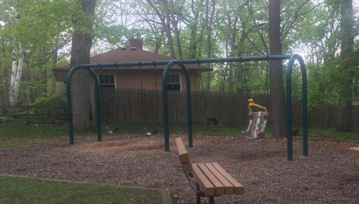 Mixtwood Pomona Park Playground Profile - Swings