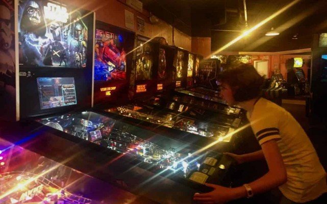 Ann Arbor Pinball Pete's - Playing Pinball