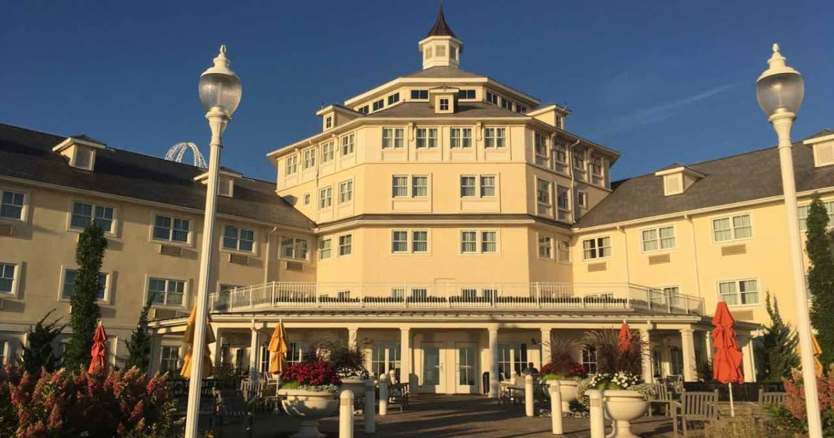 Cedar Point Hotel Breakers Tips - Exterior Rotunda
