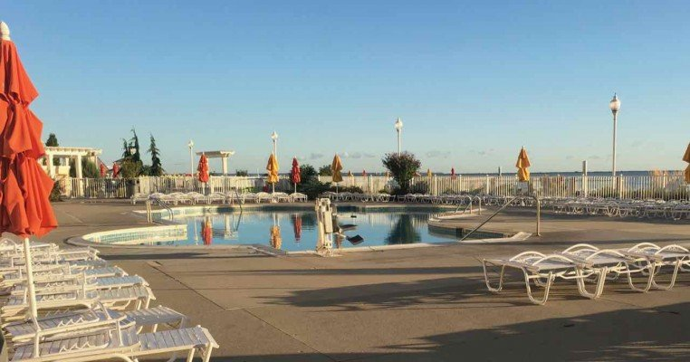 Cedar Point Hotel Breakers Tips - Pool