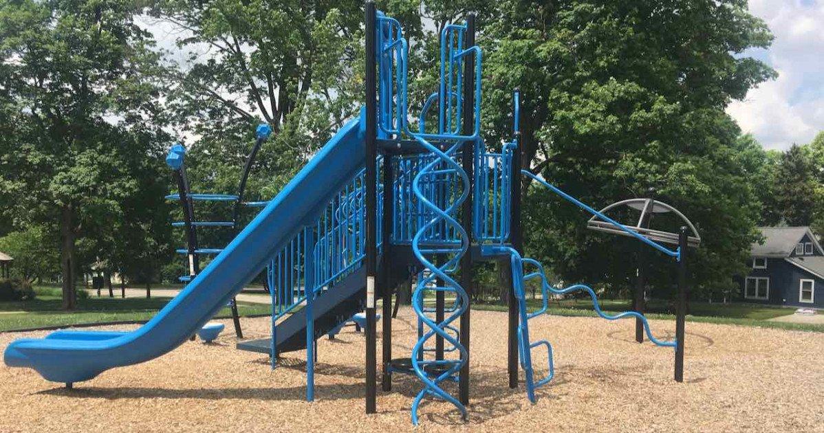Dexter's Lions Playground - Structure